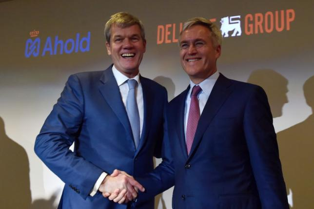 Dick Boer (L), chief executive of Dutch-based supermarkets operator Ahold, and Frans Muller, chief executive of Belgian supermarket chain Delhaize, shake their hands after a joint news conference (Source: Reuters/Eric Vidal)