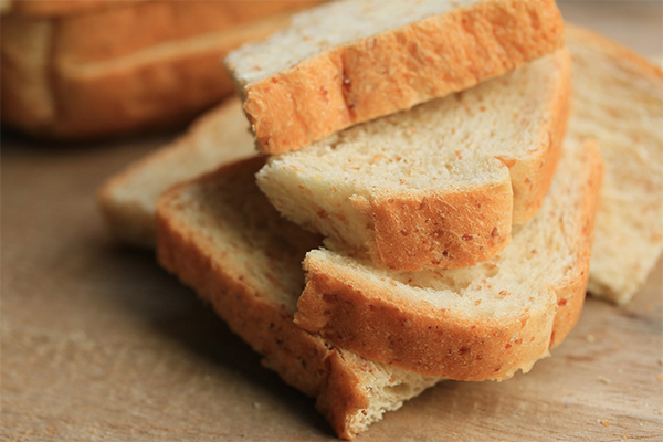 DuPont™ POWERBAKE® 6000 and 7000 are enzyme series designed to improve bakery recipes by preserving the taste and quality of white breads and buns