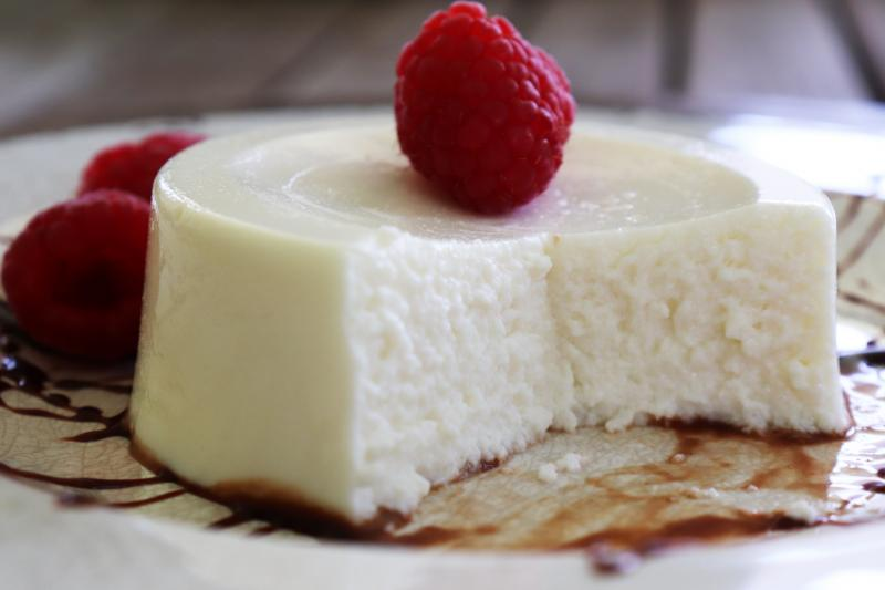 Nicolau Farms brings to the market its cheesecakes that were previously sold on the farm and at farmer's markets