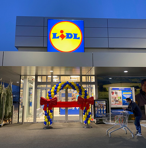 Sitting at just over 16,000 sqaure feet, the Lidl store offers a spacious area for consumers to do their shopping