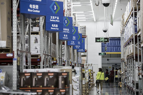 Walmart plans to expand its members-only warehouse banner, Sam's Club, to operate 100 stores in China by 2028 (Photo credit: Qilai Shen/Bloomberg)